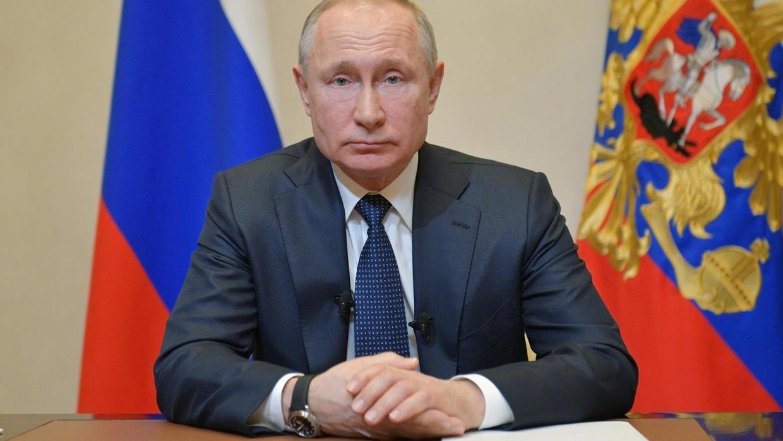 Poutine déclare le mois d'avril chômé et rémunéré