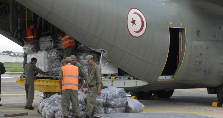 Arrivée de l'avion transportant des équipements médicaux