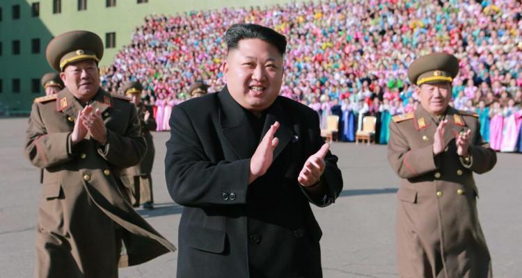 """Kim Jong-un, """"vivant et en bonne santé"""", selon Séoul"""