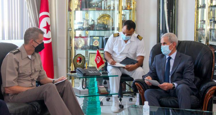 وزير الدفاع  يستقبل رئيس مكتب الحرس الوطني بالولايات المتحدة الأمريكية