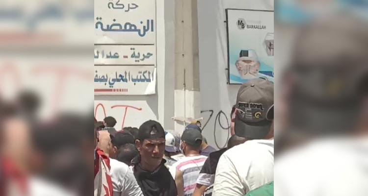 صفاقس: الأمن يمنع المحتجين من الوصول الى مقر النهضة