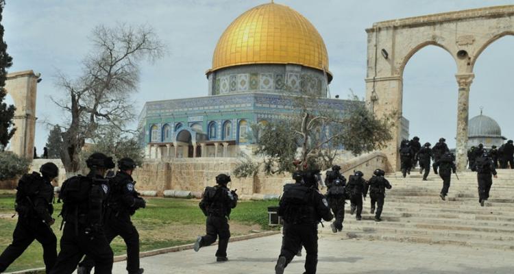 متطرّفون اسرائيليون يهود يقتحمون المسجد الأقصى