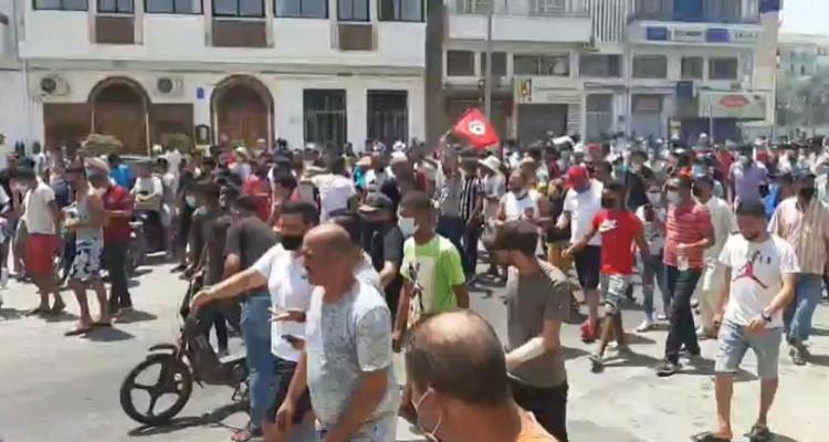 المحتجون من صفاقس : ''الشعب يريد حل البرلمان''