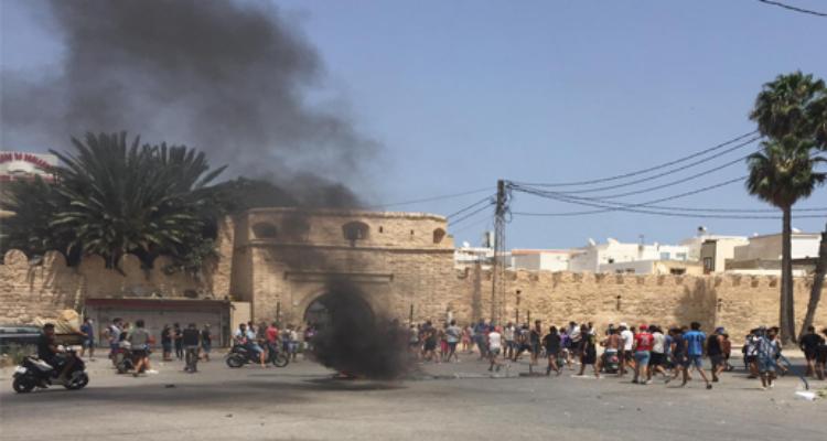 المنستير: مواجهات بين الامن والمحتجين واستعمال مكثف للغاز المسيل للدموع