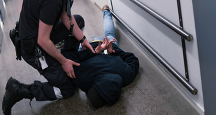 العاصمة: منحرف يعتدي بالعنف على شخص ويسلبه 170 دينار