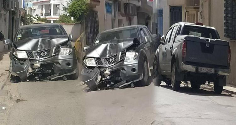 Un véhicule du ministère de l'Industrie accidenté et abandonné