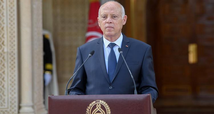 Le Président de la République gèle le parlement pour un mois