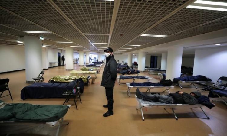 """مقر """"كان"""" السينمائي  مأوى للمشردين بسبب كورونا"""