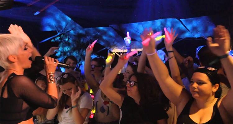 اسبانيا: 600 ألف أورو غرامة إقامة الحفلات الصاخبة