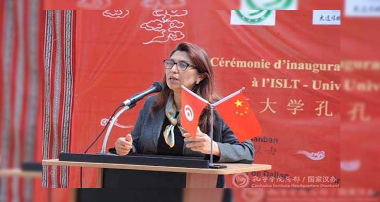 وزيرة التعليم العالي تعقد ندوة صحفية عبر تقنية الفيديو