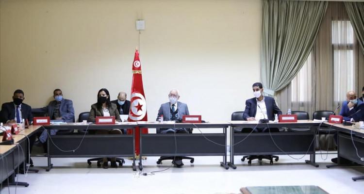 راشد الغنوشي يُشرف على اجتماع خليّة الأزمة بالبرلمان