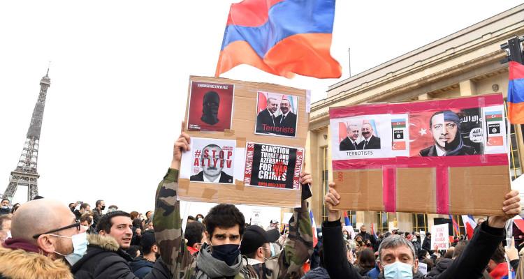 """فرنسا تحظر منظمة """"الذئاب الرمادية"""" التركية"""