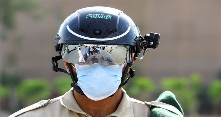 شرطة الإمارات تجابه فيروس كورونا باستعمال التكنولوجيا الذكية