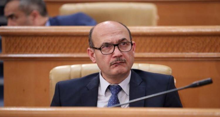 وزير الطاقة يعود إلى تونس ويخضع للحجر الصحي الإجباري