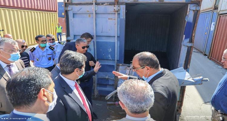 وزير النقل يعاين عدة مشاكل بميناء رادس ويقترح إصلاحات