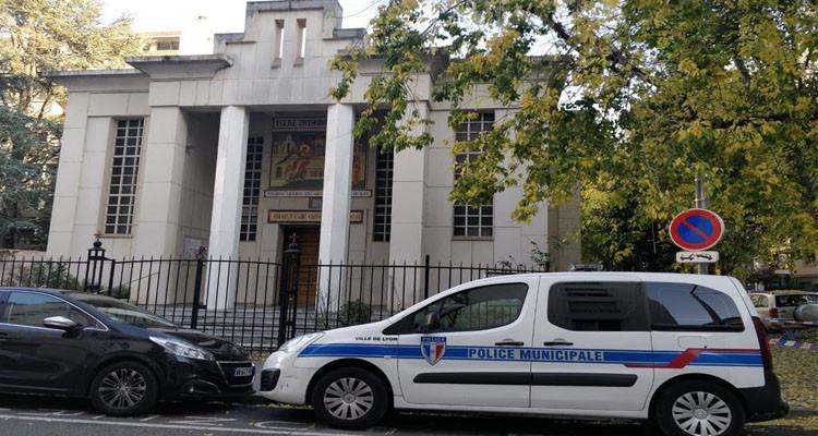 إصابة كاهن أرثوذكسي بطلق ناري أمام كنيسة في ليون وفرار الجاني