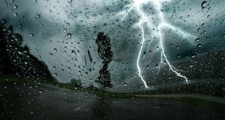 معهد الرصد الجوي: سحب رعدية وأمطار غزيرة ليل السبت