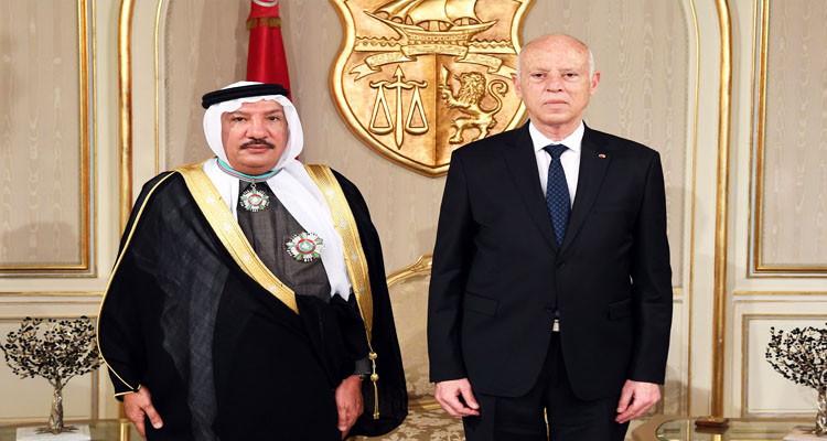 رئيس الجمهورية يقلد السفير السعودي بتونس الصنف الأول من وسام الجمهورية