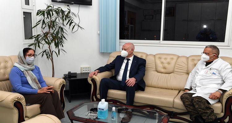 رئيس الجمهورية قيس سعيد يعود الحبيب الصيد بالمستشفى العسكري