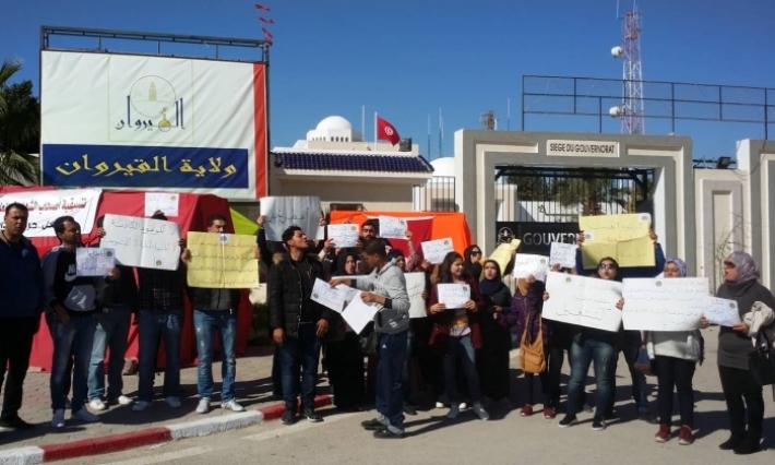 """القيروان: أعضاء تنسيقية أصحاب الشهائد العليا """"شباب الأغالبة"""" يدخلون في اعتصام مفتوح للمطالبة بالتشغيل"""