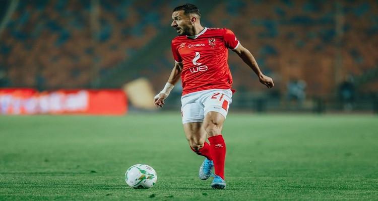 لاعب الأهلي المصري علي معلول