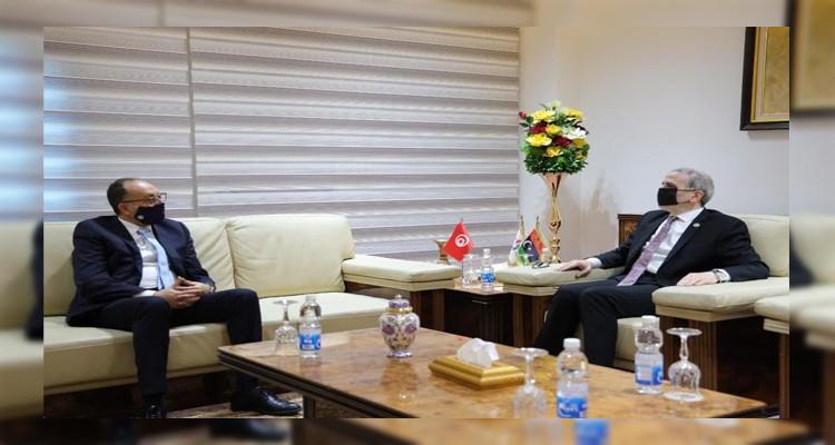 السفير التونسي بليبيا يلتقي رئيس المؤسسة الوطنية للنفط الليبية .