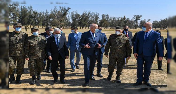 رئيس الدولة يعاين الأرض المخصصة لإقامة المدينة الصحية بالقيروان