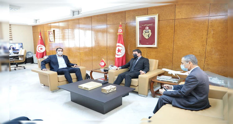 وزير النقل يتباحث مع النائب ياسين العياري جملة من الملفات