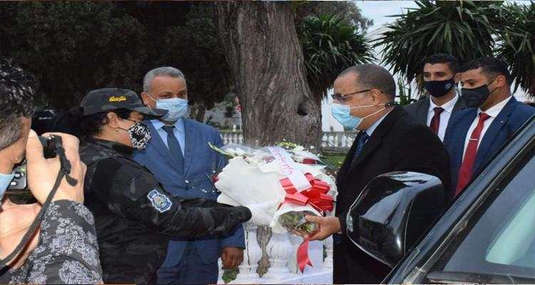 رئيس الحكومة يتناول إفطاره رفقة الأمنيين بثكنة بوشوشة
