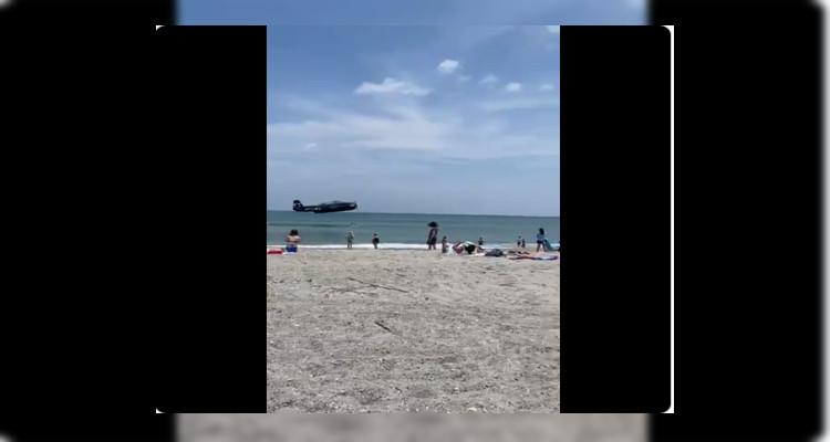 طائرة الحرب العالمية الثانية تفاجئ المصطافين على الشاطئ (فيديو)