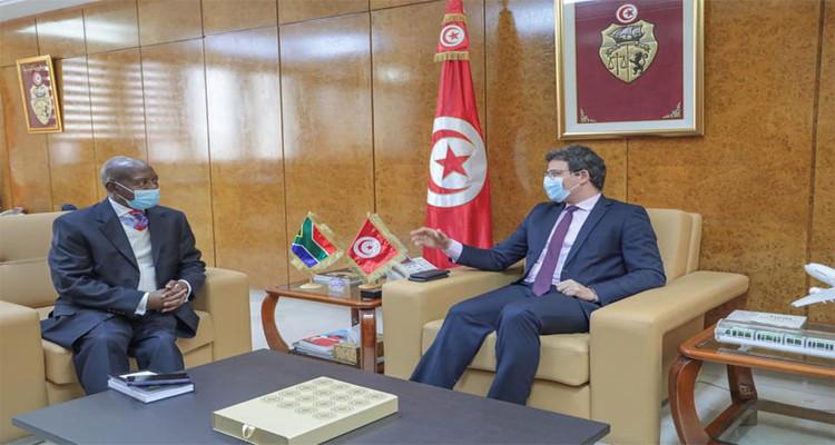 وزير النقل يستقبل السفير الجنوب إفريقي بتونس