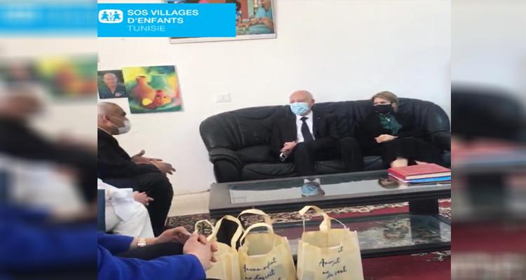 رئيس الدولة وحرمه يزوران قرية قمرت للأطفال فاقدي السند