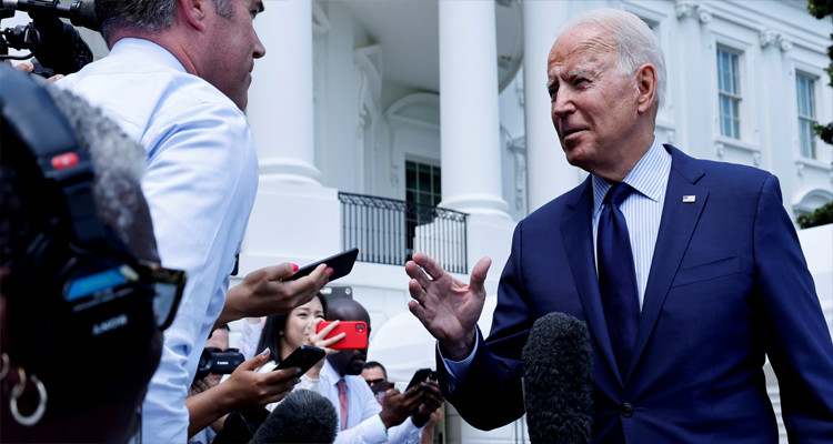 سيناتور أمريكي يرجج استقالة بايدن من رئاسة البلاد لأسباب صحية