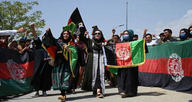 طالبان تمنع امتلاك النساء للهواتف الذكية المجهزة بكاميرات