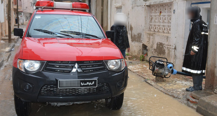 الحماية المدنية تخلّص 30 وسيلة نقل عالقة بعد أن حاصرتها مياه الأمطار