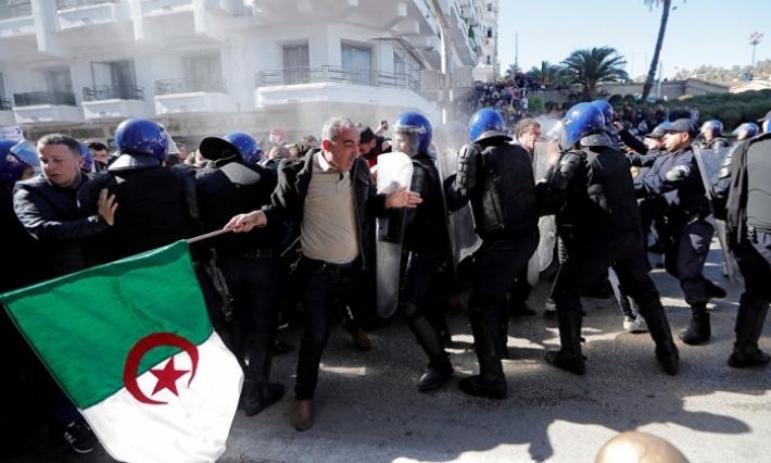 إيقاف 195 شخصا وإصابة 112 شرطيا في احتجاجات الجزائر
