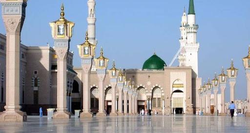 بعد 70 يوما من الإغلاق...المسجد النبوي يفتح أبوابه للمصلين (صور)