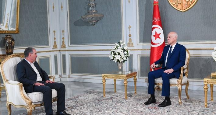"""قيس سعيّد يطمئن التونسيين رغم """"محاولة تفجير بلادهم من الداخل"""" (فيديو)"""