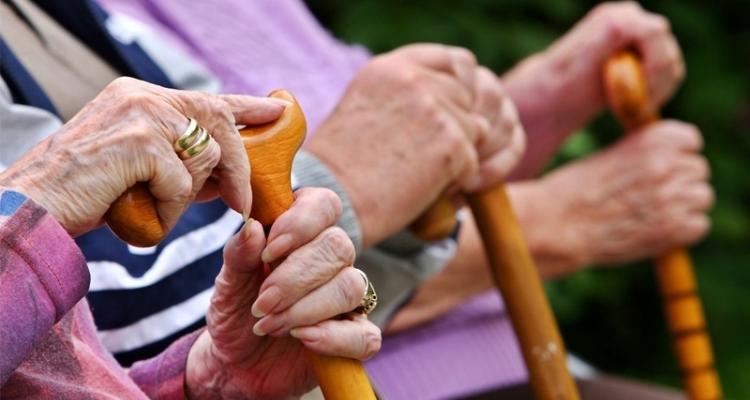 وزارة المرأة : تسجيل 5 حالات وفاة بكورونا بمراكز رعاية كبار السن