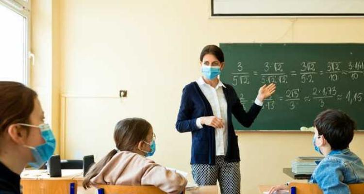 27 حالة وفاة و3400 إصابة بكورونا في الوسط المدرسي