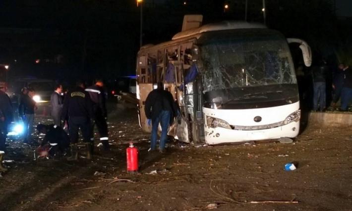 مقتل سائحين وإصابة 10 آخرين في انفجار استهدف حافلة بمحافظة الجيزة