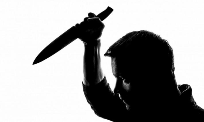 صفاقس  ساقية الزيت: شاب يقوم ب''تشليط'' نفسه أمام مركز الأمن (فيديو)
