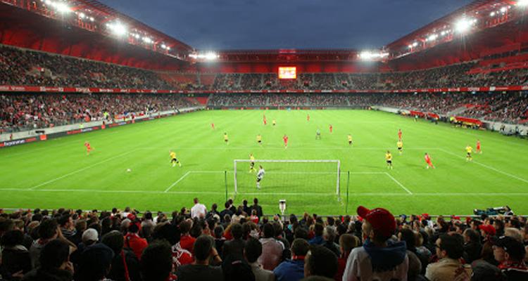 Football: la FIFPro veut terminer la saison
