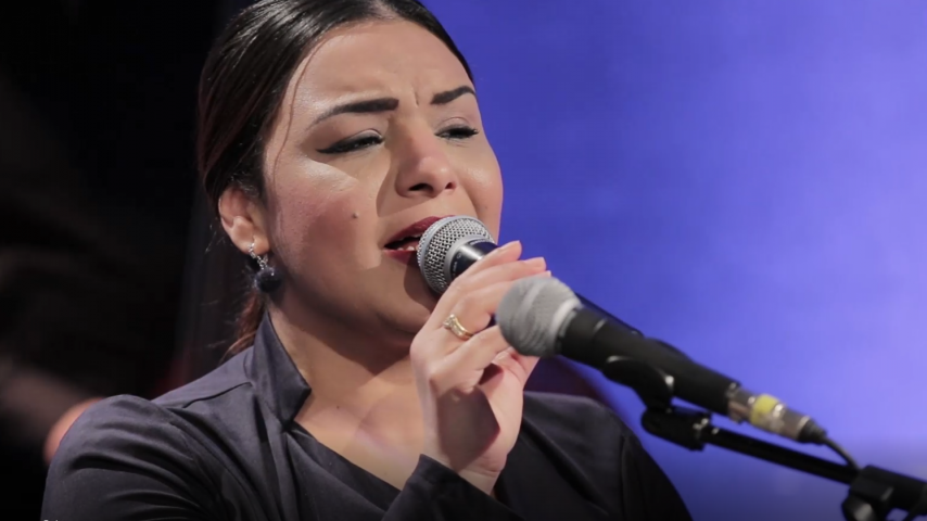 """بالتونسي :  الفنانة جيهان عزوزي  تغنيلنا  """"شرع الحب """""""